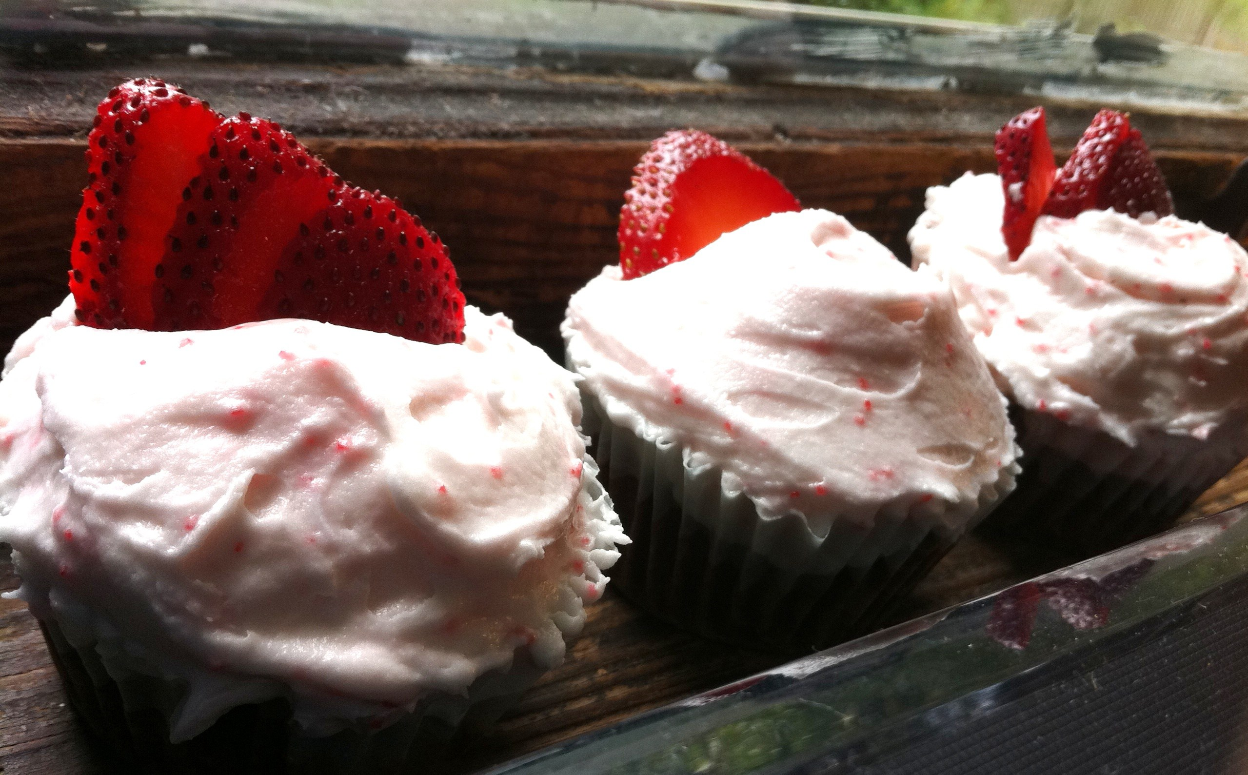 Vegan Strawberry Chocolate Cupcakes