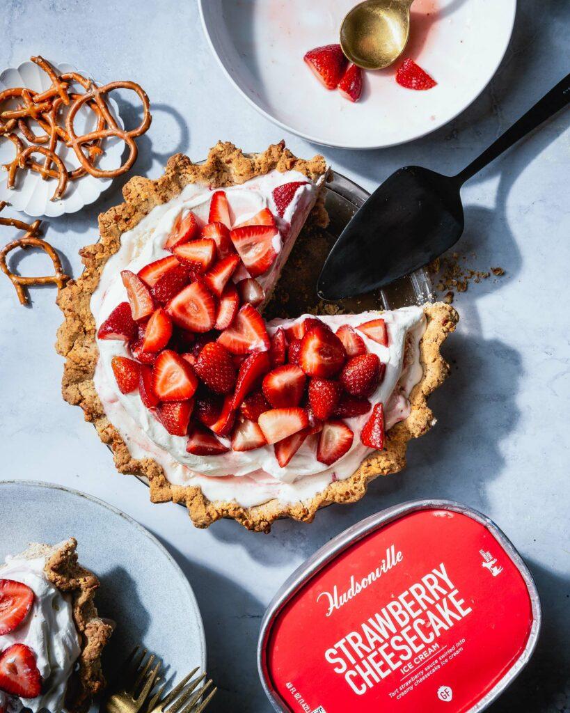 strawberry cheesecake pretzel pie